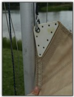 Photo 47, Insert the bolt rope into the mast slot